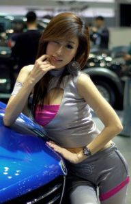 Auto Show Korea: Hot Car Show Girls